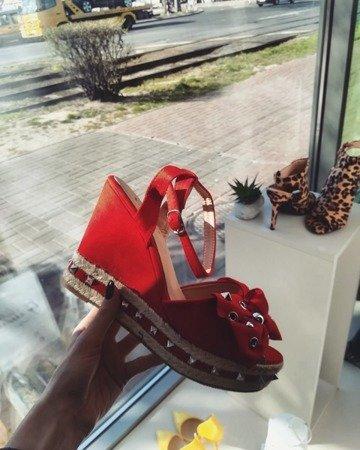Sandałek na koturnie