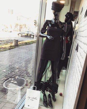 Sukienka mała czarna z tulem